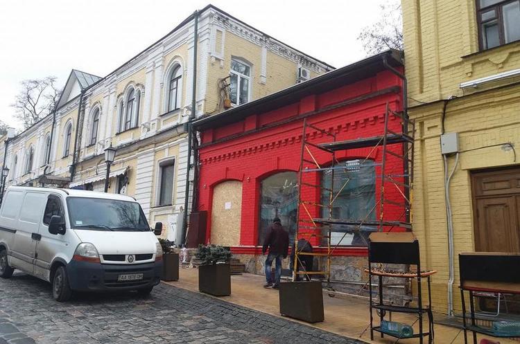 Пам'ятку архітектури національного значення незаконно перефарбовують