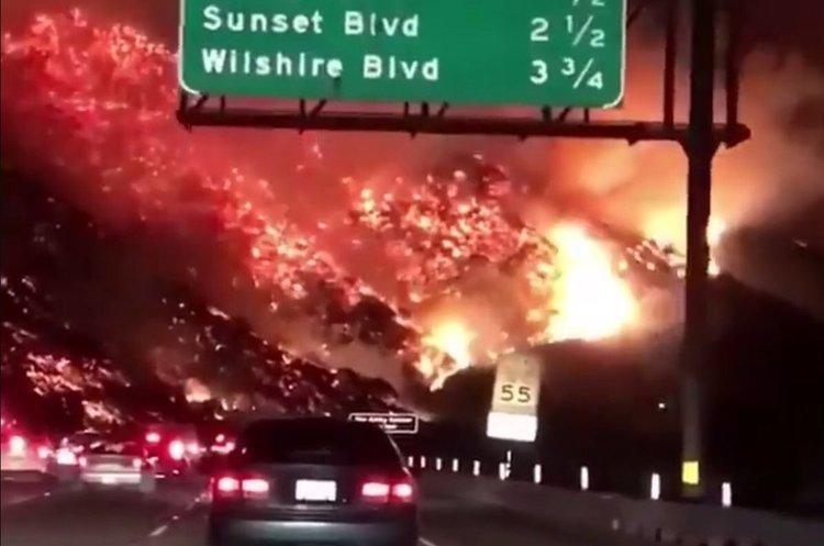 Пожежі в Лос-Анджелесі тривають: пожежникам вдалось місцями вгамувати стихію