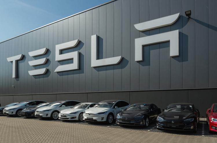 Маск хоче впровадити штучний інтелект в автівки Tesla