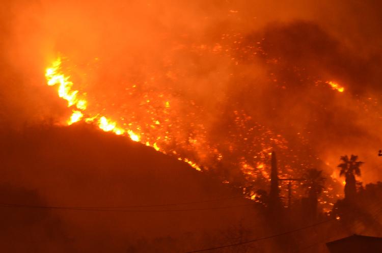 УКаліфорнії вирує пожежа: стало відомо про нову загрозу
