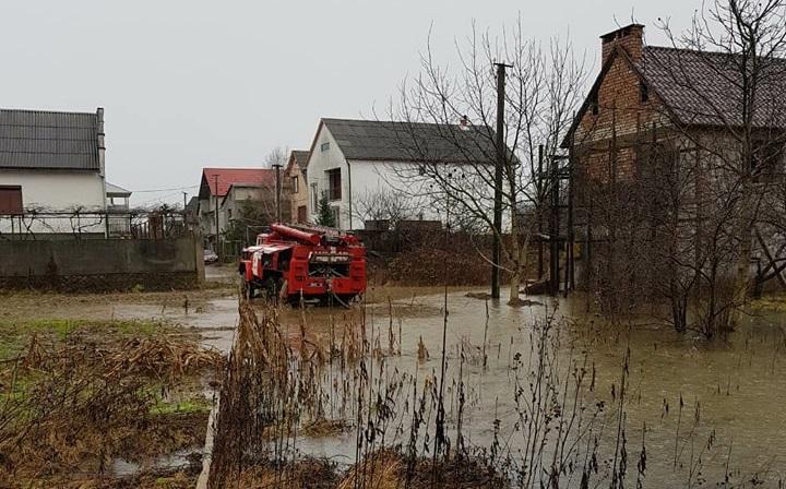 На Закарпатті через паводок підтоплено майже тисячу будинків