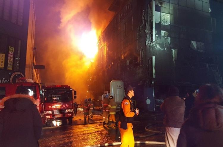 Південна Корея: щонайменше 28 людей загинули унаслідок пожежі вбагатоповерховому будинку