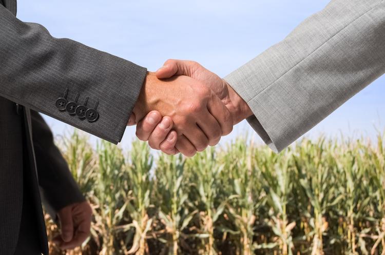 Парубій підписав продовження мораторію на продаж землі