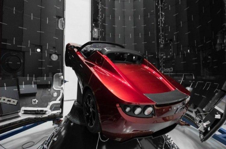 Маск показав машину, яку планує відправити на Марс
