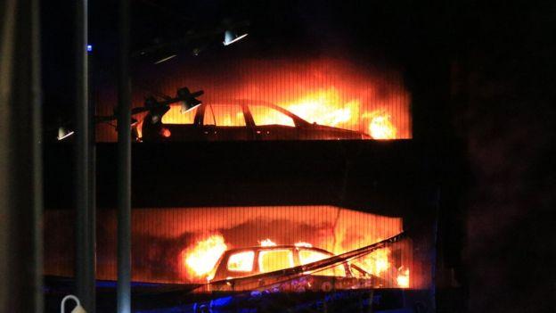 У Ліверпулі згоріла багаторівнева парковка з1,4 тис. автомобілів