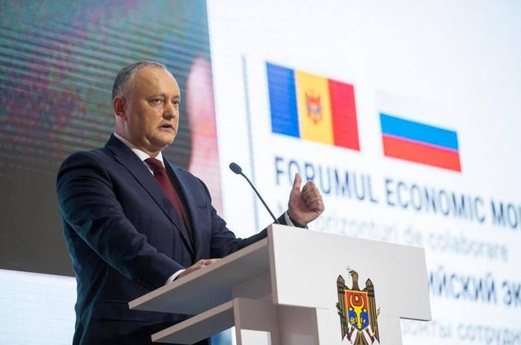 КС Молдови тимчасово призупинив повноваження президента Додона