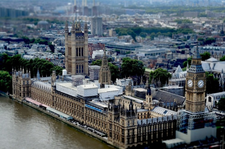 Члени британського парламенту за 4 місяці зробили 24 000 спроб подивитися порнографію онлайн