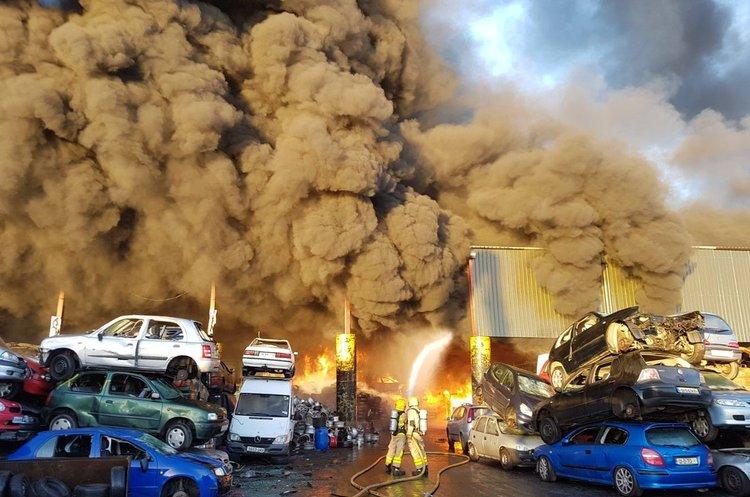 У Дубліні горить завод з переробки металу