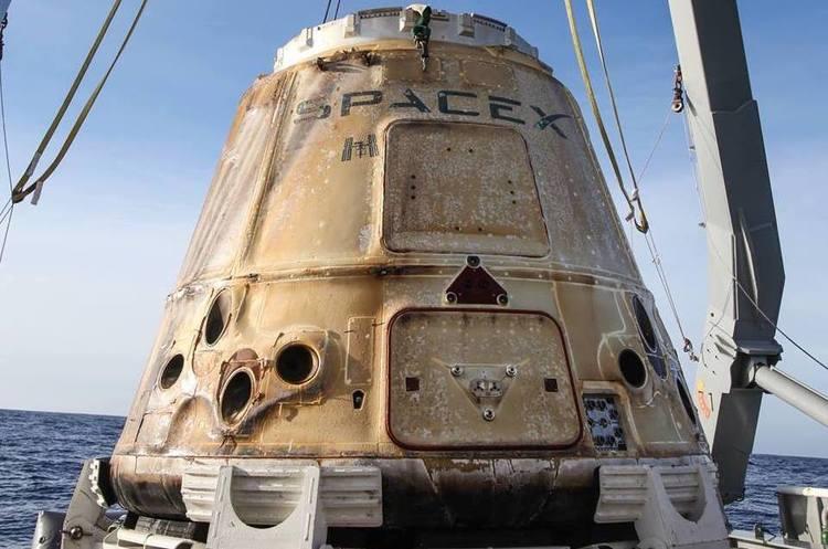 Космічний корабель Маска Dragon успішно повернувся на Землю