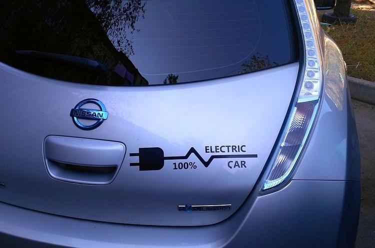 Світові автовиробники витратять $90 млрд на електрифікацію своїх авто