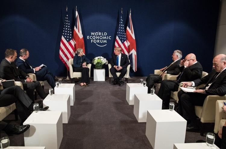 Трамп і Тереза Мей в Давосі: «Між нашими країнами прекрасні стосунки, а все інше – брехня»