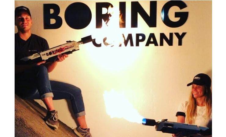 Бурильна компанія Ілона Маска почала продавати вогнемети для боротьби із зомбі