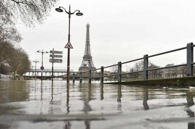 Париж затопило, містом бігають щури, деякі райони евакуюють (ВІДЕО)
