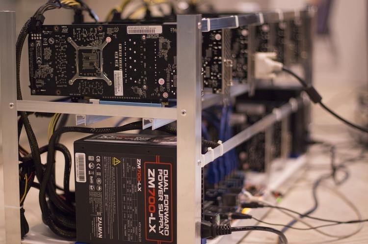 Митники викрили незаконне транспортування техніки для майнінгу криптовалют