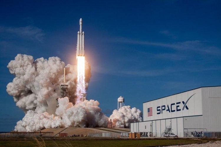 Новини від Маска: частина ракети Falcon Heavy розбилась, а Tesla не потрапить на орбіту Марса