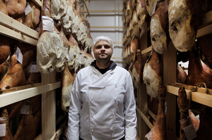 Не хамло: як українські бізнесмени заробляють на прошуто