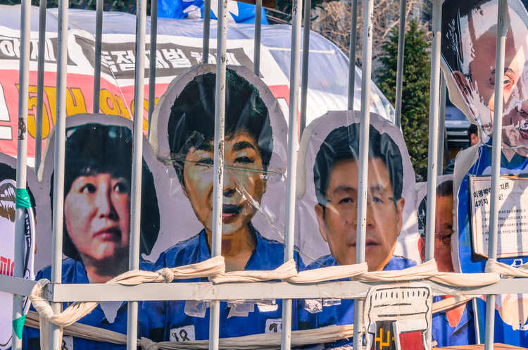 Подруга екс-президента Південної Кореї проведе наступні 20 років у в'язниці