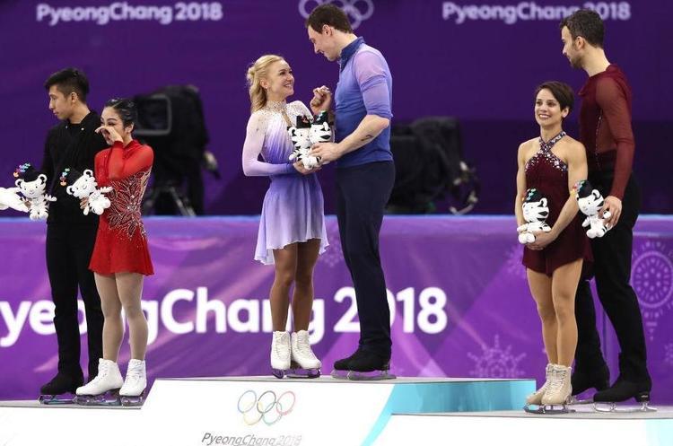 Спортменка українського походження Олена Савченко встановила світовий рекорд у фігурному катанні