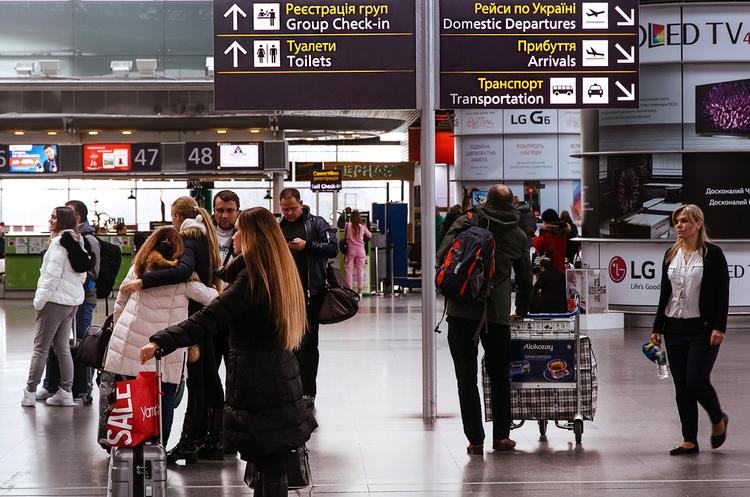 «Вимкніть світло в аеропорту»: чому українські мілленіали масово залишають країну