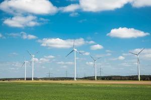 «Зелена» енергетика в Україні: де та скільки вітряків і сонячних панелей слід будувати