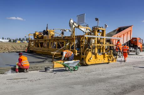 Жорстка посадка: що насправді заважає будівництву цементних доріг в Україні