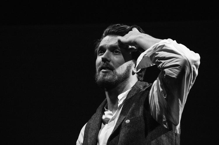 Розпад – це стан: чому варто подивитися виставу «Морфій» у театрі «Актор»