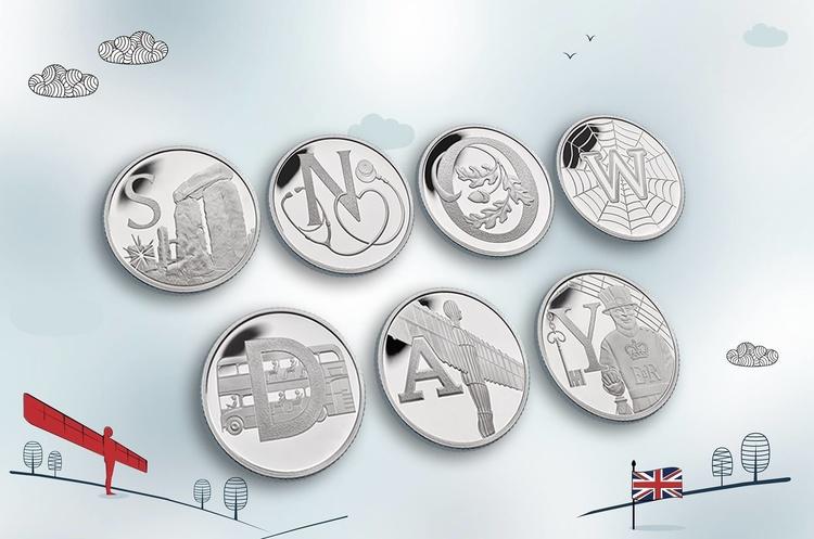 У Британії випустили серію монет з Джеймсом Бондом та Лохнесським чудовиськом
