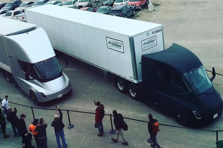 Tesla вперше доставила товари за допомогою безпілотних вантажівок Tesla Semi