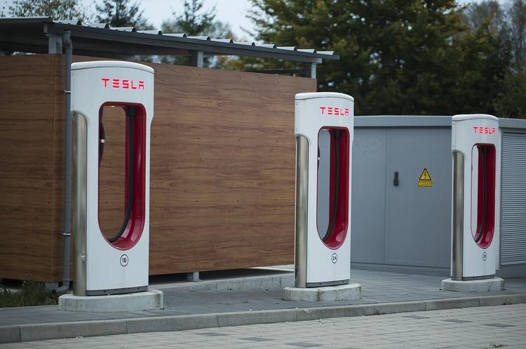 Tesla «тихо» підняла ціни на своїх станціях швидкої зарядки