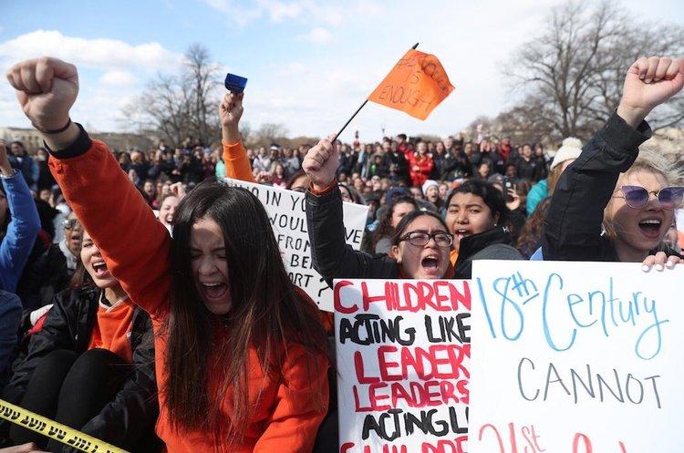 У США учні й студенти масово вийшли на вулиці, протестуючи проти права на зброю (ФОТО, ВІДЕО)