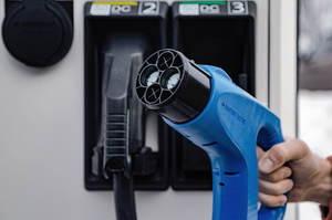 Підготовка плацдарму: навіщо український дистриб'ютор Mitsubishi встановлює потужні зарядні станції для електрокарів