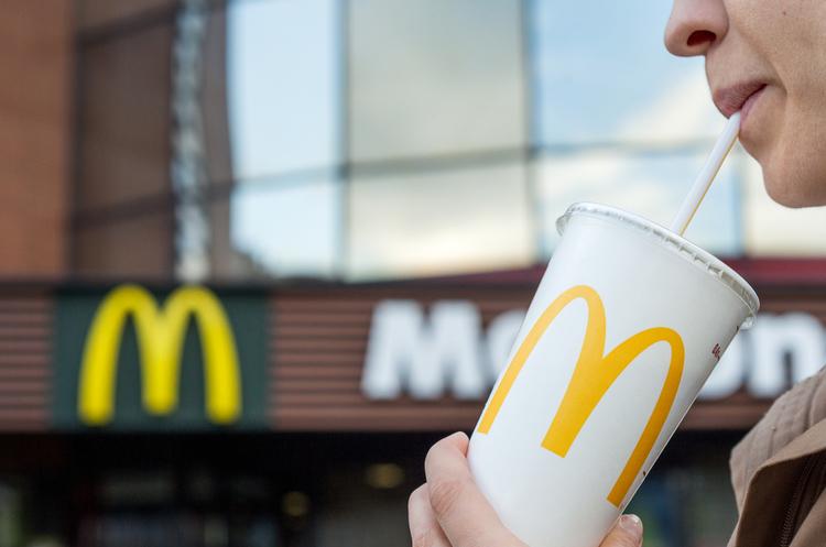McDonald's в Україні цього року розпочне розносити замовлення за столики