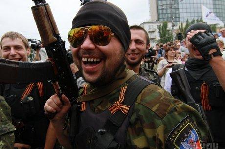 Переговоры под дулом автомата: когда украинские мобильные операторы вернутся в «ДНР»