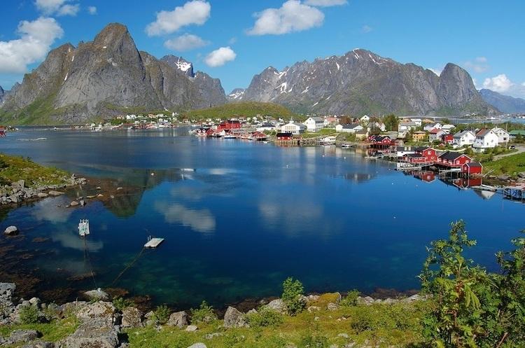 У Норвегії побудують перший у світі готель на сонячній енергії