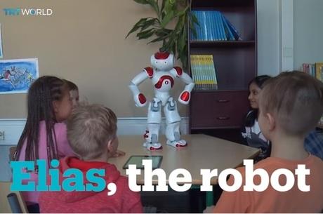 Вчителі вже не ті: у Фінляндії дітей у школі навчає робот