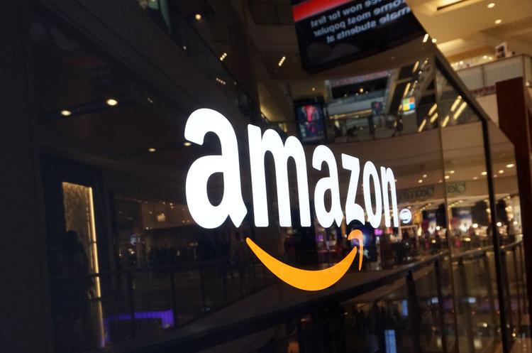 «Серйозно взявся»: Трамп з самого ранку критикує Amazon, капіталізація компанії падає