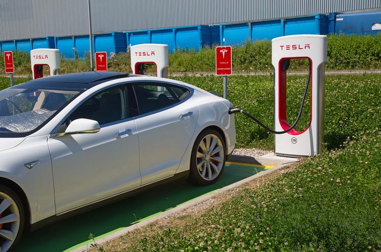 Tesla розвінчує чутки про необхідність додаткового фінансування