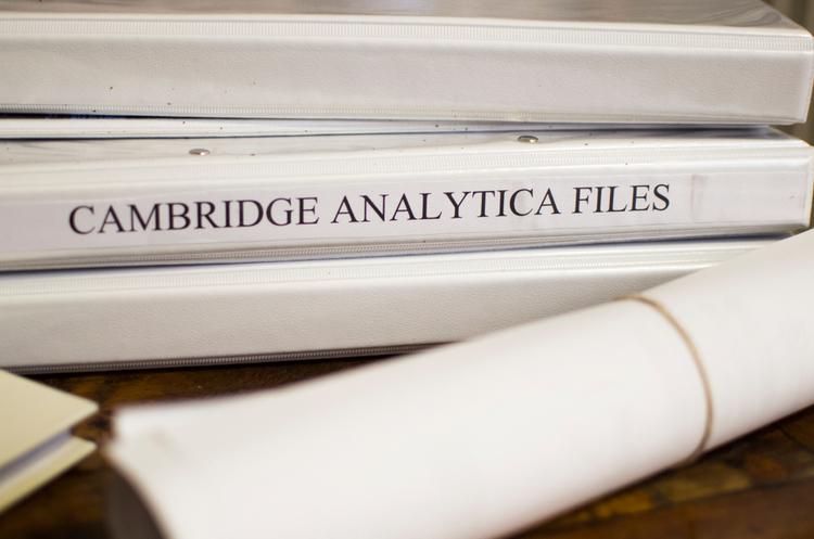 Cambridge Analytica отримала персональні дані 87 млн користувачів Facebook