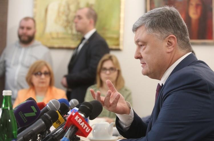 Порошенко оголосив дату завершення АТО на Донбасі