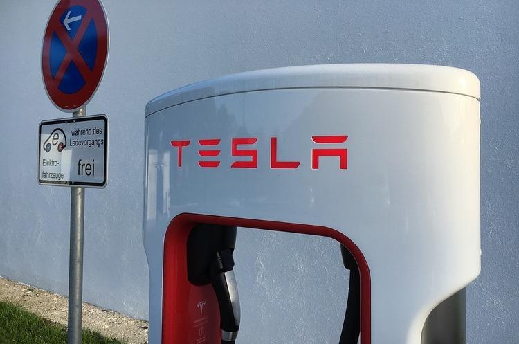 Найбільше від торгової війни між США та Китаєм постраждає Tesla – аналітик
