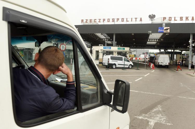 Викрито аферистів, які вербували українців і білорусів на примусові роботи в Польщі