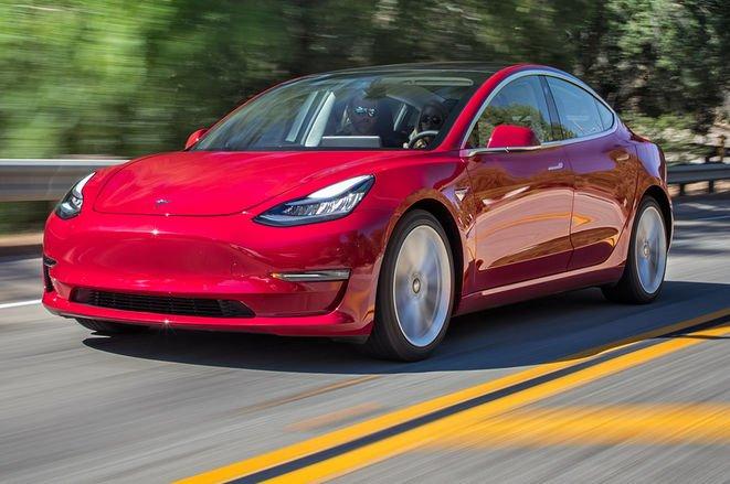 Повнопривідний Tesla Model 3 з двома двигунами може з'явитися вже в липні цього року – Маск
