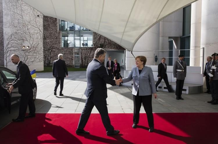 Меркель: сталого миру наДонбасі, нажаль, досі немає