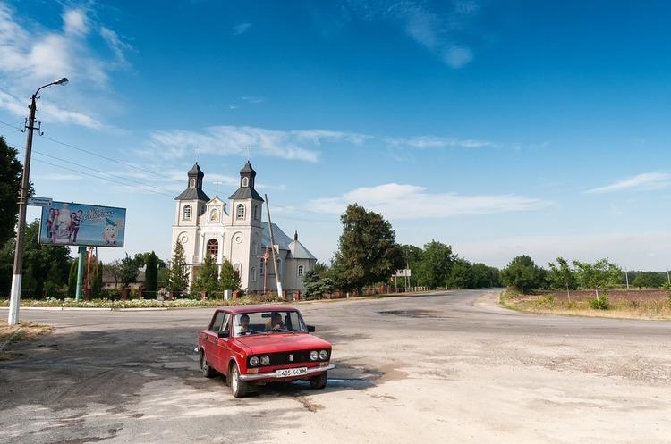 Продаж б/у автомобілів в Україні зріс майже на 90%