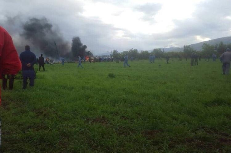 В Алжирі впав літак, близько 250 пасажирів загинули