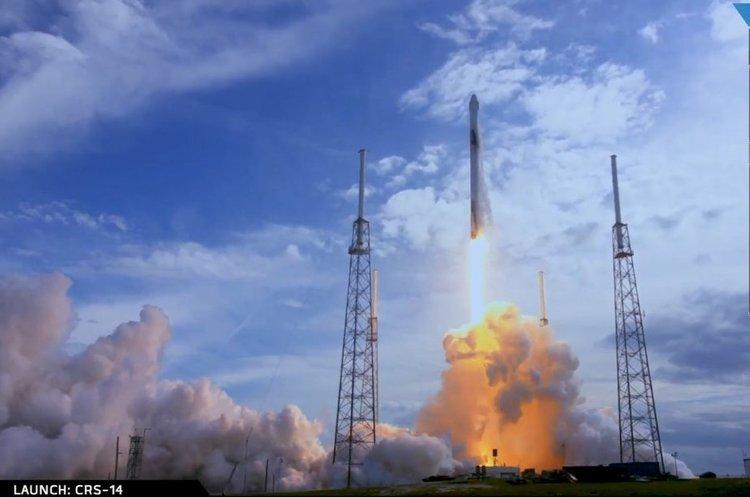 SpaceX спробує зберігати другий ступінь ракет-носіїв за допомогою гігантської повітряної кулі