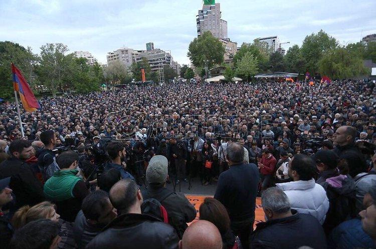 У Вірменії протестувальники перекривають центральні вулиці