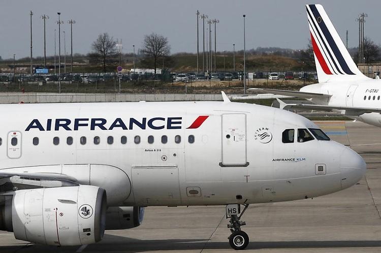 Акції Air France стрімко падають на тлі відставки гендиректора й нових страйків працівників