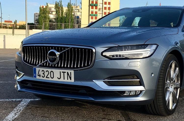 У нових Volvo буде Google Assistant Maps та Play Store