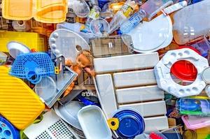 Мода на пластик: хто носитиме одяг зі сміття